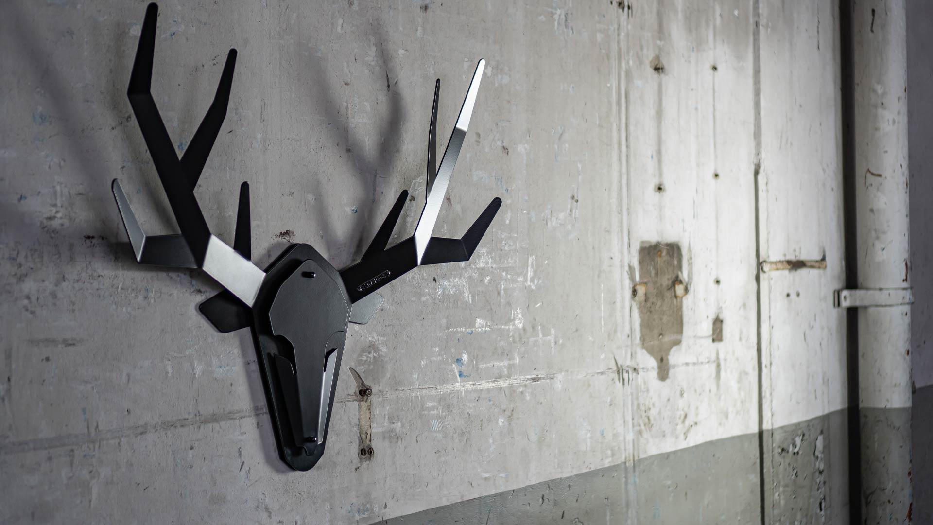Hertengewei wanddecoratie dierenkop zwart staal - OH DEER - FABRIQ-S - sfeerfoto