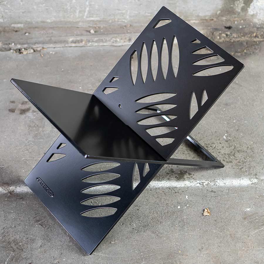 Krantenrek staal zwart design rek - YOUR X - FABRIQ-S - sfeerfoto full image MOBILE