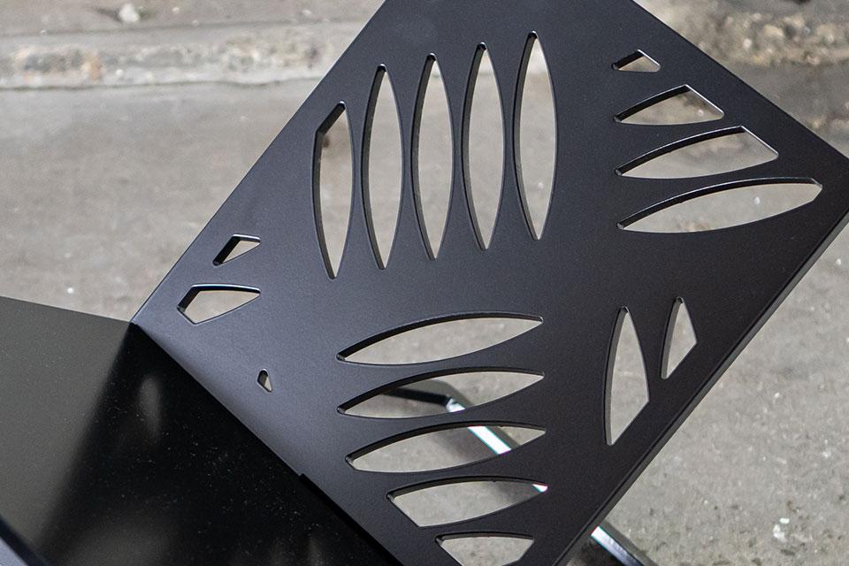 Magazinehouder industrieel staal zwart - YOUR X - FABRIQ-S - detailfoto krantenrek