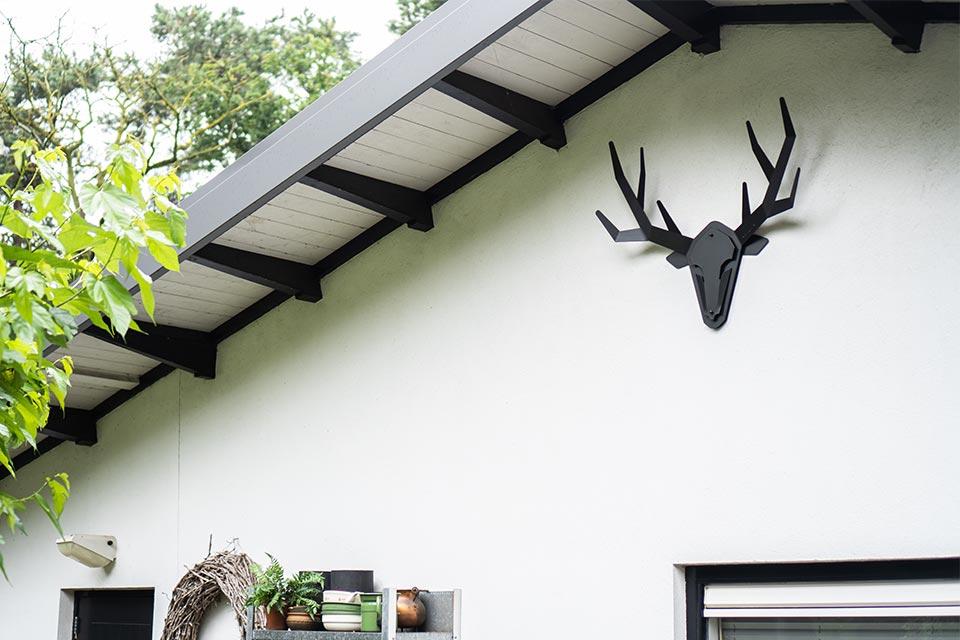 Stalen hertenkop gewei modern - Oh deer - klantenfoto 1 - hertengewei aan buitenmuur